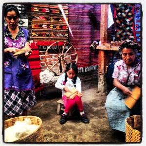 Josefina, la madre y la hija, y los telares de Teotitlán del Valle